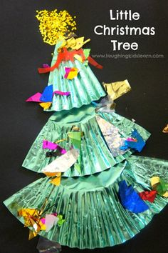 little christmas tree cupcake liner craft. So sweet and fun for preschool children to do at home or in early years centre. Christmas Tree Cupcakes, Little Christmas Trees, Old Christmas, Christmas Holidays, Celebrating Christmas, Christmas Carol, Christmas Arts And Crafts, Christmas Themes, Holiday Ideas