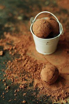 chocolate cinnamon date truffles