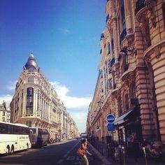 Simplemente el caminar sin rumbo es bonito en París! Feliz fin de semana! #parís #turismo #francia #edificios #calles #arquitectura #unalatinaenparis
