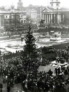 Trafalgar Square Christmas 1947
