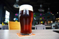 Červený Nugger vs Jahodový Porter vs Master Špeciál | Na pive Beer, Tableware, Glass, Root Beer, Ale, Dinnerware, Drinkware, Tablewares, Corning Glass