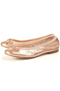 Finally tracked down rose gold ballets to replace the Yosi Samra pair that died. Perfect! {via topshop}