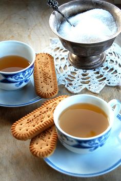 Tea time by lacuocaerrante, via Flickr