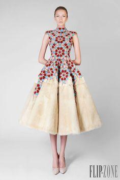 "Rami Kadi ""Un souffle d'Orient"", A-H 2014-2015 - Haute couture - http://www.flip-zone.fr/fashion/couture-1/independant-designers/rami-kadi-4818"