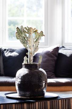 Bli med hjem til Cathrine Hammel! Interior Design, Grey Stuff, Home Decor, Decoration, Black, Houses, Photo Art, Nest Design, Decor
