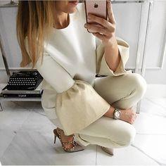 WEBSTA @ mint_label_ - #morning ##blouse #mintlabel #girl #stylish #instamood #moda #instafashion #fashion #style #look #inspiration #shopping #instagram #bluzka z wełny mintlabel - dostępna w roz.36, cena 340 zł. Zapraszam ☺️