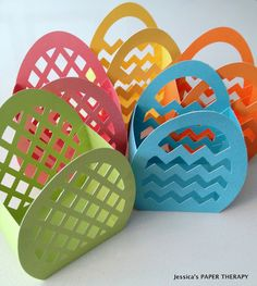 3D egg cutout egg baskets, cutting files by Alaa Studio | Project via http://jessica-papertherapy.blogspot.co.uk/2013/03/5-simples-canastitas.html