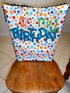 """'It's my birthday' chair cover – cute idea to go with the """"you're special"""" plate - Top-Trends Classroom Organisation, Classroom Decor, Classroom Chair Covers, Classroom Furniture, Classroom Projects, Future Classroom, Birthday Bulletin Boards, Classroom Birthday, Birthday Chair"""