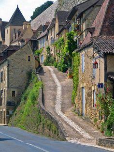 Aquitaine, Dordogne, Beynac-et-Cazenac France Limousin, France Area, Beaux Villages, Dordogne, Deep Forest, Wonderful Places, Wonders Of The World, Bordeaux, Places To Visit