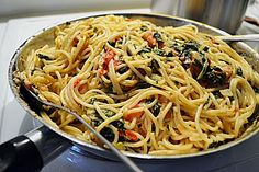 Nudeln mit Spinat, Schafskäse und Tomate 4