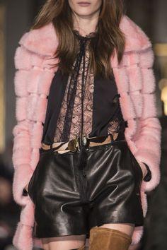 Emilio Pucci Fall 2013 - Details - pink faux fur coat and black shorts, top Fur Fashion, Pink Fashion, Fashion Details, Leather Fashion, Autumn Fashion, Fashion Show, Fashion Design, Couture Details, Fashion Black