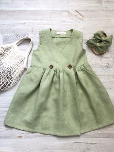 A selection of dresses for summer. Ideal for breathing Toddler Girl Outfits breathing Dresses iDeal selection Summer Frocks For Girls, Toddler Girl Dresses, Little Girl Dresses, Baby Dress Design, Baby Girl Dress Patterns, Baby Frocks Designs, Kids Frocks Design, Outfits Niños, Kids Outfits