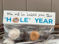 I have a very simple back to school idea for you today. Just a few donut holes, Ziploc bags, and our free bag topper. Our Parent Organization used them when the teachers came back to school t...
