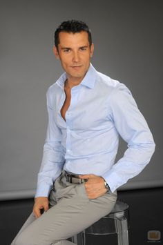 Jesús Vázquez Martínez (born 9 September 1965) is a Spanish television presenter. Spouse(s): Roberto Cortés - See more: http://en.wikipedia.org/wiki/Jes%C3%BAs_V%C3%A1zquez_(television_presenter)