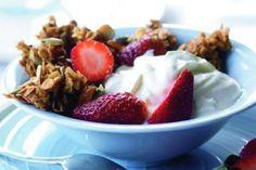 Domácí müsli s jahodami a jogurtem - bez kondenzovaného mléka