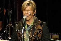 David Bowie being hit in the eye by a lollipop during a concert in Norway in 2004