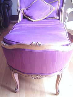 French Purple Fainting Couch, Hollywood Regency ♥ I feel a swoon coming on! Purple Furniture, French Furniture, Regency Furniture, Fainting Couch, Bed Sofa, Purple Home, Purple Reign, All Things Purple, Hollywood Regency