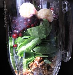 Walnut Smoothie with Spinach and Blueberries - Simple Daily Recipes