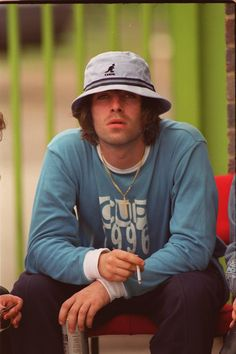 Oasis's Band Style Is All the Fall Wardrobe Inspiration You Need Liam Gallagher Oasis, Noel Gallagher, Liam Gallagher 1994, Oasis Fashion, 90s Fashion, Celebrities Fashion, Fashion Outfits, Oasis Album, Movies