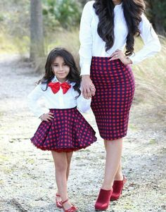 Mommy and baby girl matching outfits : super cute style. Mother Daughter Matching Outfits, Mother Daughter Fashion, Mommy And Me Outfits, Mom Daughter, Family Outfits, Kids Outfits Girls, Girl Outfits, Baby Girl Dresses, Baby Dress