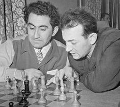 С Тиграном Петросяном за разбором партии, Москва, 1961 год. «Петросян был строгим и суровым королем Игры»
