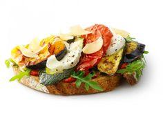 Bruschetta Caprese, Caprese Salad, Little Italy, Lunch, Lp, Wraps, Food, Eat Lunch, Essen