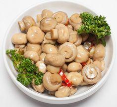 Кто не любит ароматные маринованные грибочки? Лучшие рецепты