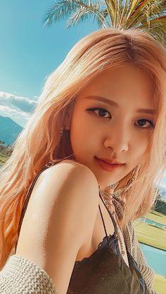 Hey I love blackpink Foto Rose, Mode Kpop, Rose Icon, Poses References, Rose Park, Black Pink Kpop, Black Pink Rose, Blackpink Photos, Blackpink Fashion