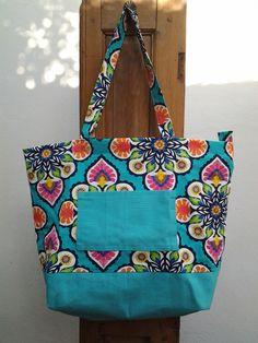 Bolso en tela. Lona y gabardina estampada. Diy Tote Bag, Reusable Tote Bags, Cloth Bags, Shopping Bag, Diaper Bag, Textiles, Diy Crafts, Handbags, Sewing