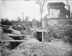 WW1, 28 August 1916. Old German trenches in the ruins of Montauban. © IWM ( Q 4184)