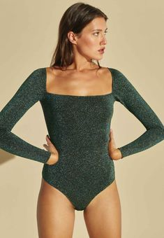 €90 - Body shiny green Chic Outfits, Trendy Outfits, Fall Outfits, Fashion Outfits, Womens Fashion, Dressed To Kill, Looking For Women, Beautiful Outfits, Beachwear