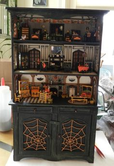A Halloween Cupboard 🌜🙌🏻👀🕸🦇🕷 Halloween Village, Halloween Doll, Halloween House, Vintage Halloween, Halloween Crafts, Halloween Decorations, Haunted Dollhouse, Haunted Dolls, Dollhouse Ideas
