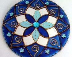 Mandala with wire accents Mandala Painting, Dot Painting, Cd Crafts, Arts And Crafts, Art Room Doors, Recycled Cds, Cd Diy, Circle Art, Mandala Dots