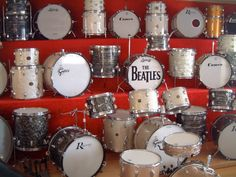 i found this on facebook on vintage drumyard page...amazing Vintage Drums, How To Play Drums, Snare Drum, Drum Kits, Percussion, Instruments, Drummers, Facebook, Cool Stuff