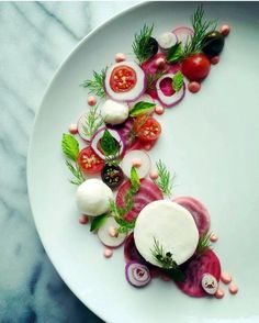 Art of plating by Organic chioggia beets tomatoes radish red onion basil dill mint vegan mozzarella cheese and beet aioli Food Design, Gourmet Recipes, Cooking Recipes, Cooking Tips, Food Plating Techniques, Food Decoration, Culinary Arts, Creative Food, Food Styling