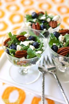 Blueberry & Feta Salads Party Tip: Serve this tasty salad recipe individual servings for parties!Party Tip: Serve this tasty salad recipe individual servings for parties! Tapas, Feta Salat, Cooking Recipes, Healthy Recipes, Food Presentation, Soup And Salad, Salad Recipes, Food And Drink, Yummy Food