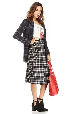 For those of you who dare to play on the edge of fashion, recreate this ensemble for a modern take on the Americana Revival sense of style. Take a plaid midi skirt and wear it with a great band tee. Throw on a plaid coat and a pair of black booties to complete your look.