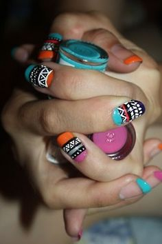African/Aztec nails. Wow! Now that is a smart match x
