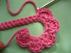 An easy way to make crocheted roses