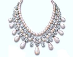 #HarryWinston's #GulfPearlNecklace is an elaborate, articulated, four-rowed pearl and diamond necklace, in which the pearl and diamond rows alternate with one another.