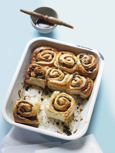 Food, drink and recipes Chelsea Bun, Country Living Magazine, Summer Parties, Dessert Recipes, Desserts, Scones, Buns, Catering, Delish