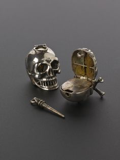Silver Skull Vinaigrette Europe Hold strong smelling substances to be sniffed via tiny holes. -memento mori- a reminder of death & carried at all times. Memento Mori, Mourning Jewelry, Skull Jewelry, Hippie Jewelry, Jewellery, Skull Rings, Skull Necklace, Skull And Bones, Skull Art