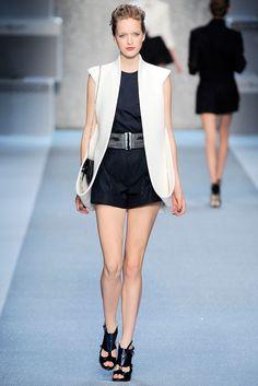 Karl Lagerfeld Spring 2010 Ready-to-Wear Fashion Show - Mirte Maas