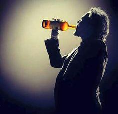 Ed loves his wine! Great Bands, Cool Bands, Pearl Jam Lyrics, Ed Vedder, Pearl Jam Eddie Vedder, Rock Legends, Dream Guy, Man Alive, Music Is Life