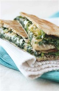 Weigh-Less Online - Cheese And Spinach Pita Melts Healthy Foods, Healthy Eating, Healthy Recipes, Healthy Mind And Body, Spanakopita, Healthy Options, Kos, Diets, Diet Recipes