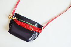ショルダーにもクラッチにも | ハイブリッドデザイン『sacai(サカイ)』のバッグ – JBmag Sacai, Bags, Handbags, Bag, Totes, Hand Bags
