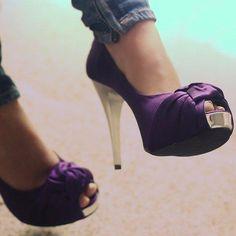 rockin the purple heels Lila Heels, Cute Shoes, Me Too Shoes, Awesome Shoes, Look Fashion, Fashion Shoes, Girl Fashion, Purple Fashion, Ladies Fashion