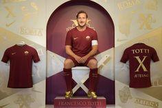 """Da vedere e rivedere il gol più bello realizzato dal capitano durante i suoi 25 anni di carriera nella Roma. Francesco Totti: """"ogni tanto ci riesco""""."""