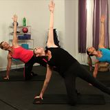 Grab a chair and try this killer Pop Physique leg and butt workout. You don't get to sit down: the chair will work as your in-home ballet barre. The moves in this ballet-inspired workout might be small, but they are mighty effective. Leg Butt Workout, 7 Workout, 10 Minute Workout, Workout Guide, Workout Videos, Barre Exercises At Home, At Home Workouts, Leg Exercises, Leg Workouts
