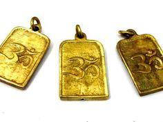 1 Pendant - Om mantra and Hindu Goddess Durga Maa reversible Brass amulet pendant - CP0114